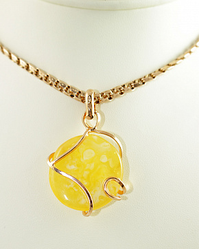 Round Pendant In Gold Plated Silver 925° Insert From Natural Baltic Amber